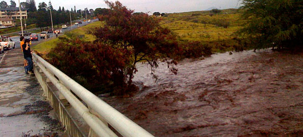 Heavy rain brings flooding to Waikoloa Wednesday evening.