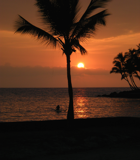 Keauhou Bay at sunset (Hawaii247.com photo by Karin Stanton)