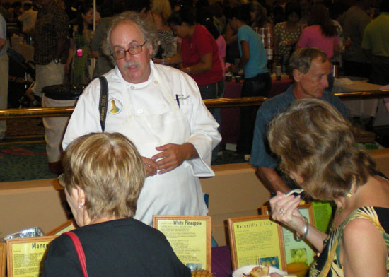Ken Love, of the Hawaii Tropical Fruit Growers, offers samples to diners.