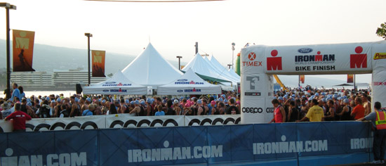 Age groupers  crowd toward the water minutes before the start of Ironman World Triathlon Championship. (Hawaii247 photo by Karin Stanton)