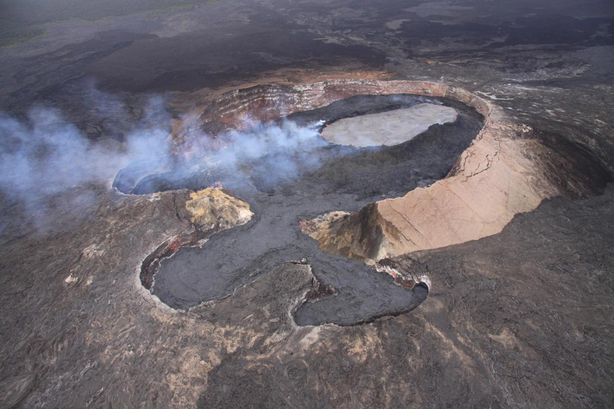 After pausing during last weekend's deflation, uplift of the crater floor at Pu'u 'O'o has resumed.