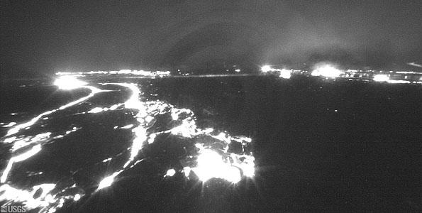 At about 2:22 a.m. on Wednesday, activity in Pu'u 'O'o crater and in overflows to the west suddenly decreased as a fissure opened on the upper east flank of the Pu'u 'O'o crater. Video of Pu'u 'O'o lava flows.