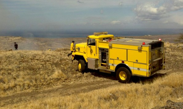 A Tanker unit brings water out to the scene of a wildfire in Waikoloa. Photo by Bonnie Palos | Special to Hawaii 24/7