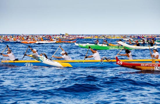 2012 Queen Liliuokalani wahine long distance outrigger canoe race. (Photo courtesy of Kai Opua Canoe Club)