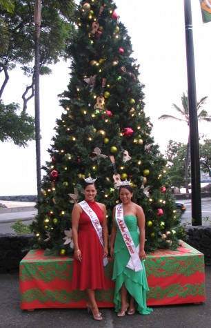 Miss Kona Coffee Kuulika Karratti (left) and Miss Aloha Hawaii Kelsey Iyo pose for pictures Friday evening during the tree lighting festivities.