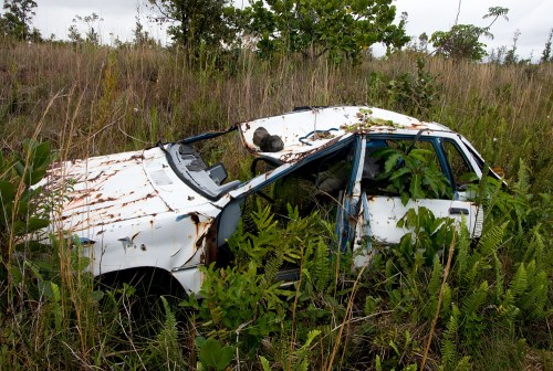 An abandoned car in Puna district. (Photo by Baron Sekiya/Hawaii247.com)