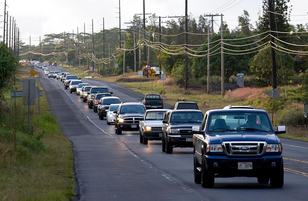 Outbound morning traffic along Hwy 130 in Puna (Photo by Baron Sekiya/Hawaii247.com)
