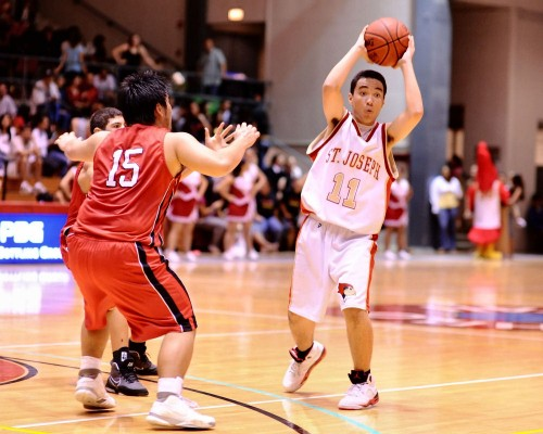 Will Scanlan-Leite of St. Joseph looks to pass the ball to a teammate as HPA's Kento Yokoi defends.