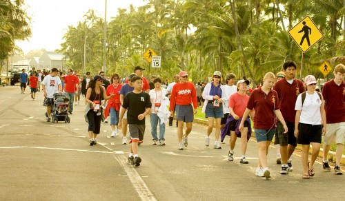 Heart Walk participants halfway through the 2.2-mile route. The event featured free health screenings, keiki games, refreshments and entertainment.