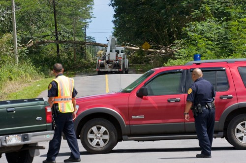 Police closed the 15th Ave - 16th Ave block of Makuu Drive to traffic due to to a large tree across the roadway.