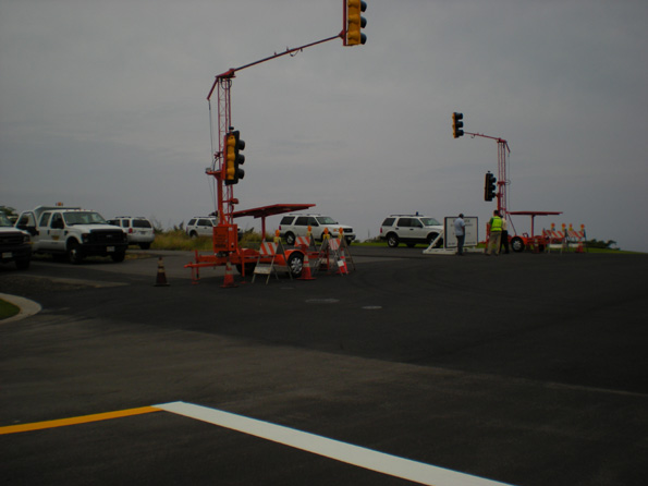County crews make final adjustments Monday, March 9 to the traffic lights at the south end of the Mamalahoa bypass. (Hawaii247.com photo by Karin Stanton)