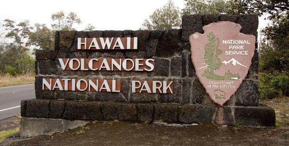 hawaii-volcanoes-national-park-sign