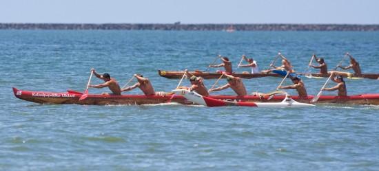 Tui Tonga power ahead to take the re-run of the Men's Novice B race in Hilo Bay.