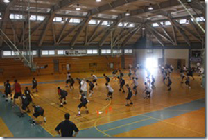 The prep athletes work out in the gym. (Photo courtesy of Hawaii Island Hoops)