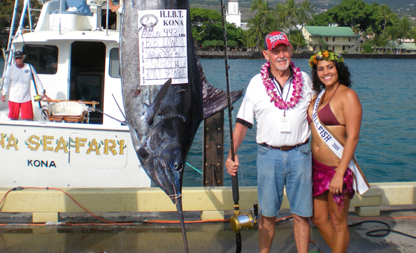 Old South Marlin Club #2 captain and angler Bob Lowe weighs in his 443-pound Pacific blue marlin with Miss Billfish 2009 Andria DeBina. (Hawaii247.com photo by Karin Stanton)