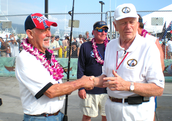 Tournament founder Peter Fithian congratulates Capt. Bob Lowe on the day's catch. (Hawaii247.com photo by Karin Stanton)