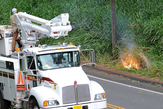 A live power line ignites grass and brush alongside Waianuenue Avenue. Photography by Rick Ogata/Special to Hawaii 24/7
