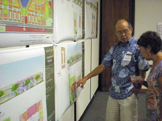 Workshop attendees view the plans for Kamakana Village. (Hawaii247 photo by Karin Stanton)