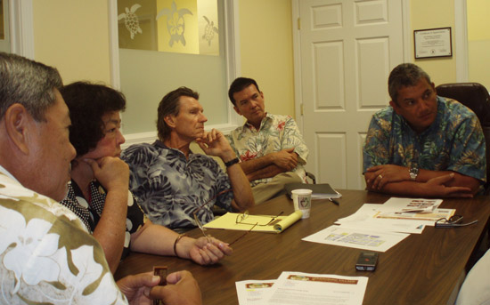 PlaceMakers team members Susan Henderson and Scott Doyon met Tuesday morning with (from left) Wally Lau, Bobby Jean Leithead Todd, Steve Arnett, Bobby Command, and Mayor Billy Kenoi. (Hawaii 24/7 photo courtesy of Margaret Masunaga)