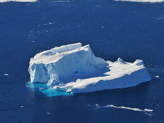 Iceberg in the Amundsen Sea (Photo courtesy of Photo Credit: Jane Peterson/NASA)