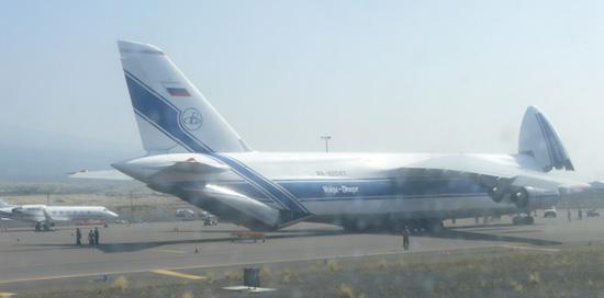 Big plane makes big delivery at Kona