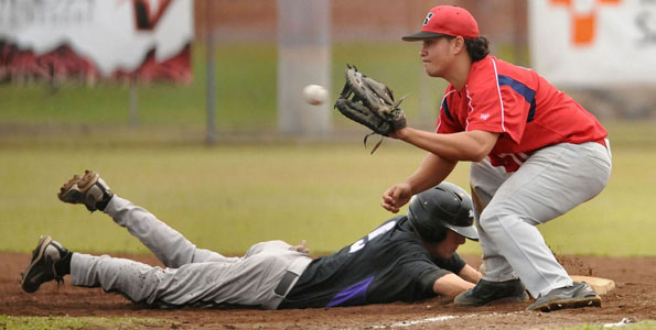 UH-Hilo won the first game 4-3 against Grand Canyon University but dropped the second 7-2 Monday afternoon (March 1) at Wong Stadium in Hilo.