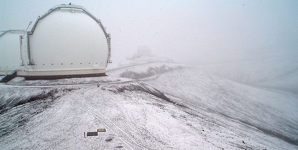The National Weather Service has issued a winter weather advisory for the summits of Mauna Kea and Mauna Loa. Snow is on the ground with air temperatures at or just above freezing. Photos from the summit.