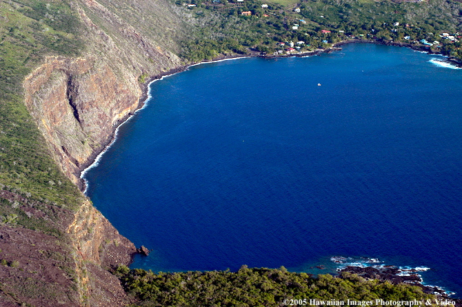 Two people were killed Wednesday morning when a small aircraft crashed into Kealakekua Bay.