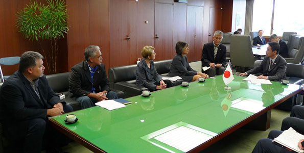 Continuing her mission in Asia, Governor Lingle is in Japan and met yesterday with Minister Seiji Maehara of Japan's Ministry of Land, Infrastructure, Transport and Tourism (MLIT).
