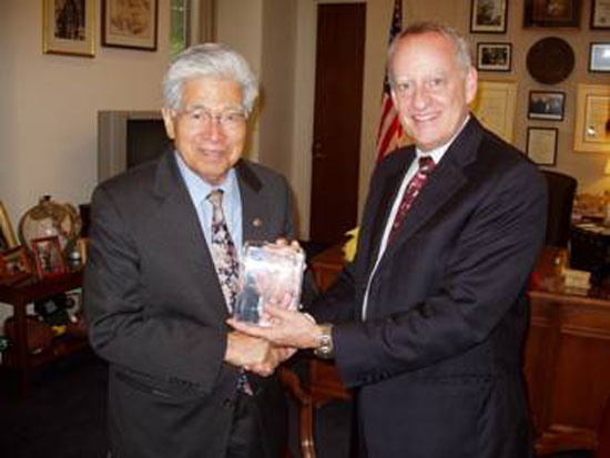 Akaka honored for supporting hydrogen energy