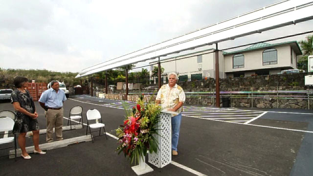 A new Skyline Solar High Gain Solar 1000 system at the Kona headquarters of Metcalf West, a construction firm specializing in the low-cost development of affordable housing, was dedicated on Tuesday (Aug 31) in Kona with Governor Linda Lingle on hand for the ceremony.