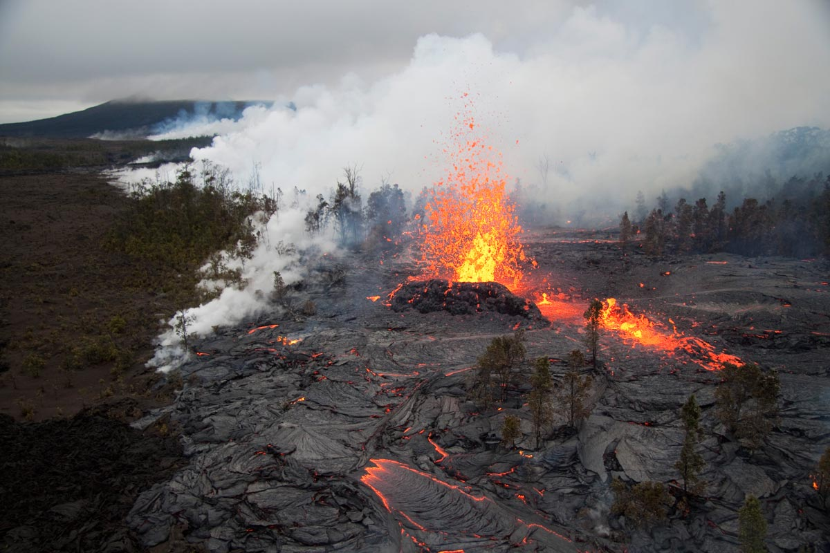 Kamoamoa fissure eruption continues on the east rift zone of Kilauea Volcano.
