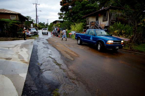 Water flows through Anderton Camp in Papaikou after a coupler on an eight-inch water main broke Wednesday afternoon (Nov 28). Photography by Baron Sekiya | Hawaii 24/7