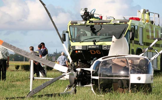 A helicopter rests on its side after an emergency landing Thursday in Hilo. (Hawaii 24/7 photo by Tim Wright)
