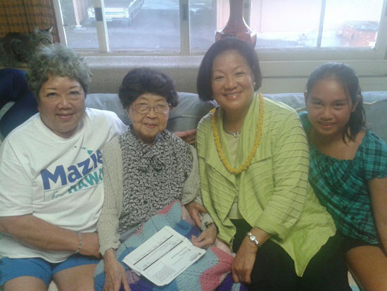 Mary Teshima enjoys a visit last year from friends (from left) Jo Ann Iwane, Sen. Mazie Hirono, Jana Masunaga at her home in Honalo.  (Photo special to Hawaii 24/7)