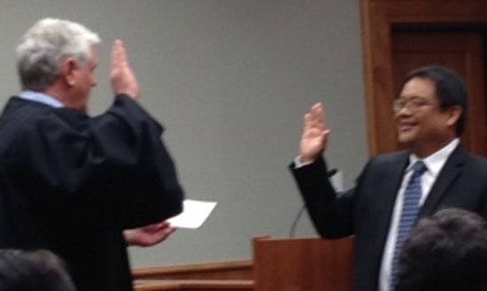 Chief Justice Mark Reckenwald swears in Judge Henry Nakamoto. (Photo special to Hawaii 24/7)