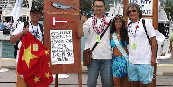 Miss Billfish Nicolette Noelani Palacol congratulates 55th Annual Hawaiian International Billfish Tournament winners. (Photo courtesy of HIBT)