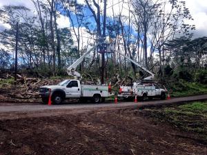 Hawaiian Telcom splicer crews replace a terminal on a utility pole. Photo courtesy of Hawaiian Telcom.
