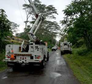 Hawai'i Electric Light crews work to restore electric service in Hawaiian Paradise Park.